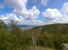 Landschaft von bewaldeten Bergen Lizenzfreie Stockfotografie