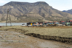 Landschaft von der Longyear-Stadt in Svalbard Stockfotografie