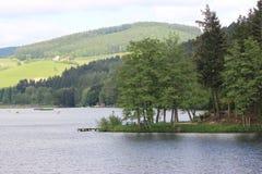 Landschaft von einem See in den Bergen Lizenzfreies Stockbild