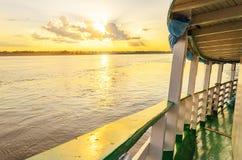 Landschaft von einem traditionellen und ein klassisch an Bord von einer Bootsfahrt stockfotografie