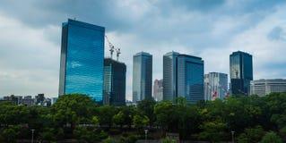 Landschaft von Geschäfts-Türmen in Osaka Lizenzfreies Stockfoto