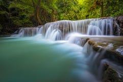 Landschaft von Huai Mae Kamin-Wasserfall stockbild