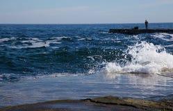 Landschaft von Meer mit einer Zahl eines Mannes Lizenzfreies Stockfoto