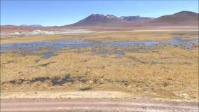 Landschaft von Salzebenen an Atacama-Wüste in Chile stock video