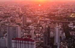 Landschaft von Stadt scape und Sonnenuntergang stockbild