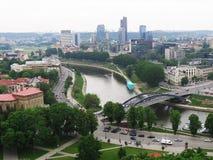 Landschaft von Vilnius mit Wolkenkratzern. Stockbild