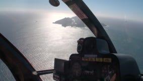 Landschaft von weißer Insel in der Ozeanpanoramaansicht vom Hubschrauber in Neuseeland stock video
