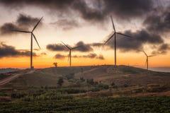 Landschaft von Windmühlen Sonnenuntergang Khao Kho in Phetchabun, Thailand lizenzfreie stockbilder