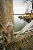 Landschaft, wie durch gesehen einem Zaun Stockfotografie