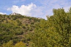 """Landschaften um Bachkovo-Kloster """"Assumption heiligen Virginâ€- lizenzfreies stockbild"""