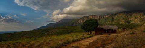 Landschaften von Malawisee und von Dörfern, die es umgeben lizenzfreie stockfotografie