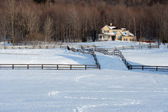 Landschafthaus im Winter Stockbild