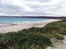 Landschafts-Ansicht eines West-Australien-Strandes stockfotos