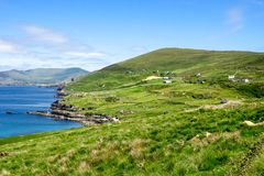 Landschafts-Ansicht in West-Kerry, Beara-Halbinsel in Irland lizenzfreies stockbild