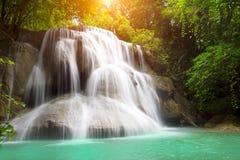 Landschafts-Huai Mae Kamin-Wasserfall Srinakarin-Verdammung in Kanchanaburi lizenzfreies stockfoto