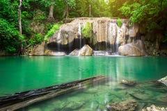 Landschafts-Huai Mae Kamin-Wasserfall Srinakarin-Verdammung in Kanchanaburi lizenzfreie stockbilder