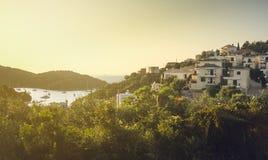Landschaftsansicht der Seebadstadt im warmen Licht Stockbild