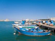 Landschaftsansicht des Trani Seehafens. Apulia. lizenzfreie stockbilder