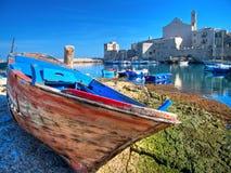 Landschaftsansicht Giovinazzo des touristischen Kanals. Apuli lizenzfreies stockbild