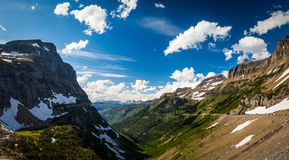 Landschaftsansicht in Glacier Nationalpark bei Logan Pass Lizenzfreies Stockfoto