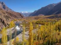 Landschaftsansicht von Gupis-Tal im Herbst, Ghizer Gilgit baltistan, Pakistan stockbilder