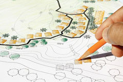 Landschaftsarchitekt Designing auf Standortanalyseplan Stockfotografie