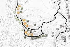 Landschaftsarchitekt Designing auf Standortanalyseplan Stockfotos