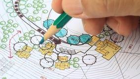 Landschaftsarchitekt Designing auf Website-Plan Lizenzfreies Stockfoto
