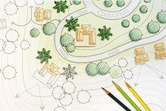 Landschaftsarchitekt Designing auf Website-Plan Stockfotos