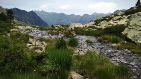 Landschaftsberg und -see stockbild