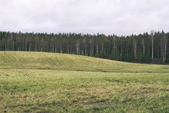 Landschaftsfelder im Herbst - Weinleseeffekt Lizenzfreie Stockfotografie