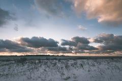 Landschaftsfelder im Winter - Weinleseeffekt Lizenzfreie Stockbilder