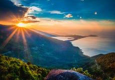 Landschaftsfoto des schönen Sonnenaufgangs Stockfotografie