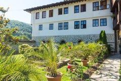 Landschaftsgestaltung von Troyan-Kloster in Bulgarien Stockbild