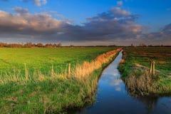 Landschaftslandschaft bei Sonnenuntergang Lizenzfreie Stockfotos