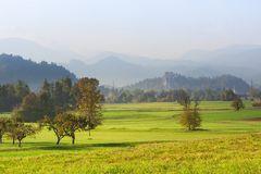 Landschaftslandschaft in Slowenien, ausgeblutete Nachbarschaft stockbild