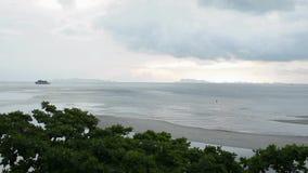 Landschaftsmeerblick auf samui Insel mit bewölktem Himmel stock video