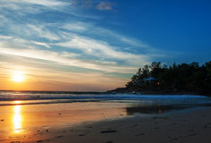 Landschaftsmeereswellen auf dem Strand Lizenzfreies Stockbild