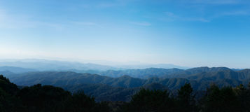Landschaftsnatur - Schicht der Gebirgs- und Himmelansicht in chiangmai Thailand Lizenzfreies Stockfoto