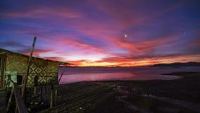 Landschaftsnaturansicht, sch?ner heller Sonnenaufgang oder Sonnenuntergang ?ber Meer in Phuket Thailand lizenzfreie stockfotografie