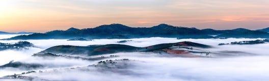 Landschaftspanorama in der Dämmerung lizenzfreie stockfotos