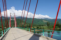Landschaftsrotbrücke Stockfoto