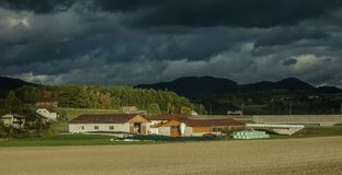 Landschaftsstadt in Österreich lizenzfreie stockfotos