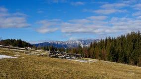 Landschaftsstraße in den Bergen Stockfoto