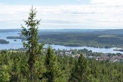 Landschaftsumgebende kleine Gemeinschaft in Schweden lizenzfreie stockfotografie