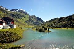 Landschaftswundervoller Feiertag in den Alpen Stockbilder