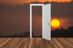 Landschap achter de openings 3D deur, Stock Afbeeldingen