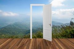 Landschap achter de openings 3D deur, Stock Afbeelding