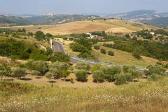 Landschap in Basilicata (Italië) bij de zomer stock afbeeldingen