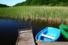 Landschap bij de oever van het meer royalty-vrije stock afbeelding